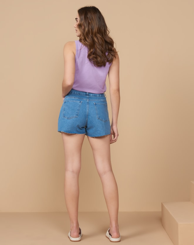 SHORTS JEANS SIMPLES BARRA A FIO
