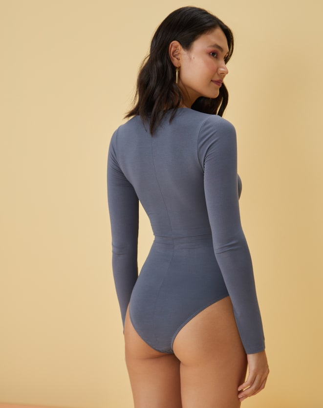 BODY COM CUT-OUT FRONTAL