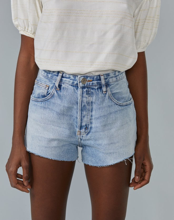 SHORTS JEANS CINTURA MEDIA BARRA A FIO